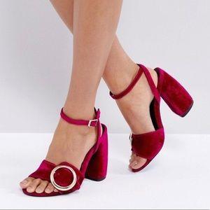 Fuchsia color block sandals. Big Buckles.